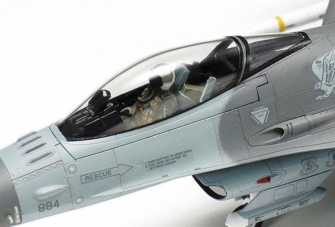 block 50 Fighting Falcon Full Equipment 1:72 Model Kit Lockheed Martin F-16 Cj